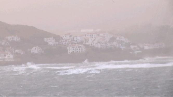 Menorca+continua+en+Alerta+Taronja+i+a%C3%AFllada+per+mar+per+mor+del+fort+vent