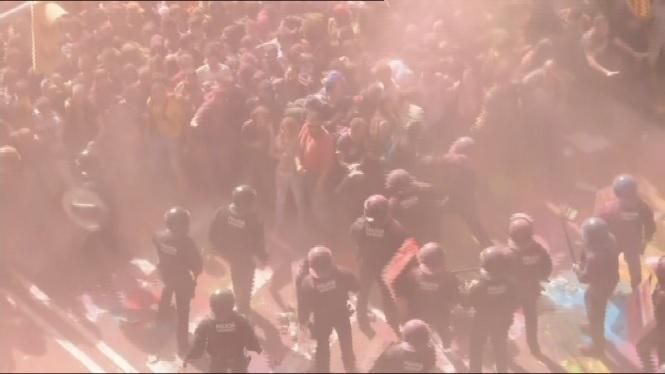 Tensi%C3%B3+a+Barcelona+entre+manifestants+independentistes+i+mossos+d%27esquadra