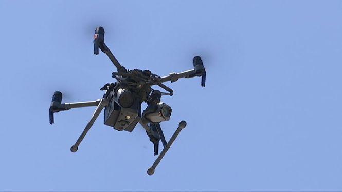 Un+dron+vigila+la+massificaci%C3%B3+de+les+platges+de+Sant+Josep