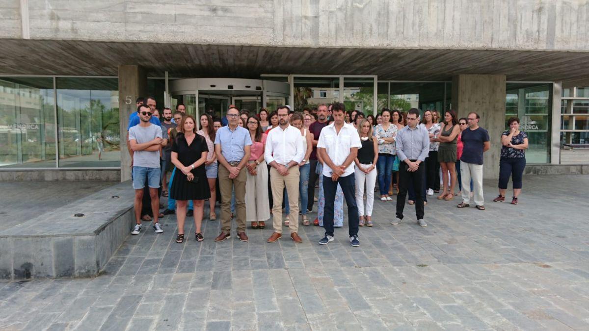 Prop+de+100+persones+es+concentren+a+Menorca+per+condemnar+el+darrer+cas+de+viol%C3%A8ncia+masclista