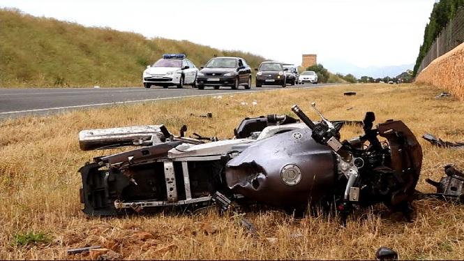 Un+motorista+ferit+despr%C3%A9s+de+xocar+frontalment+contra+un+cotxe