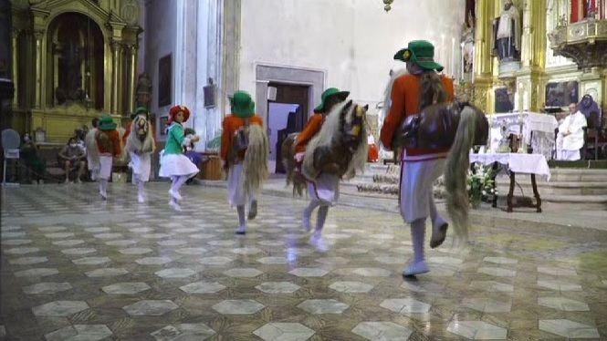 Felanitx+sura+la+festa+de+Sant+Agust%C3%AD+amb+el+ball+dels+cavallets