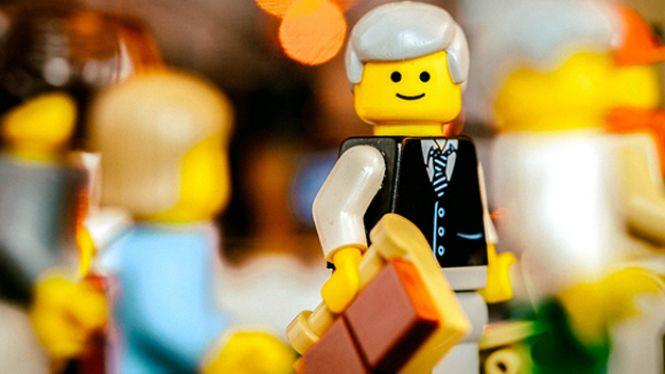 Trobar+feina+jugant+a+Lego