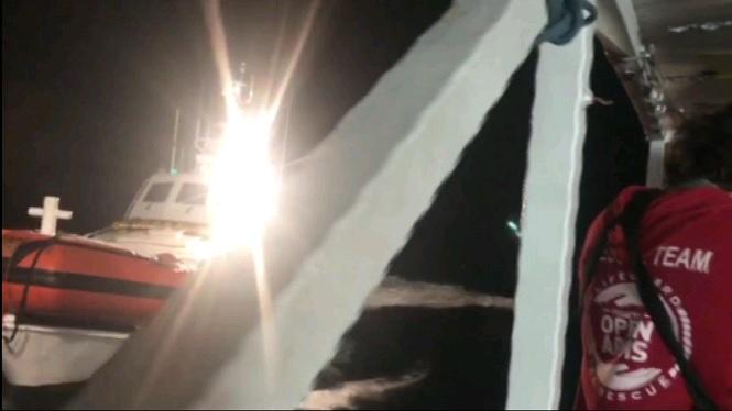 El+vaixell+d%27Open+Arms+amb+300+rescatats+arribar%C3%A0+a+Algecires+d%27aqu%C3%AD+5+dies