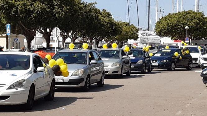 Un+centenar+de+vehicles+participa+a+Palma+en+una+nova+caravana+contra+la+temporalitat+abusiva+a+les+administracions