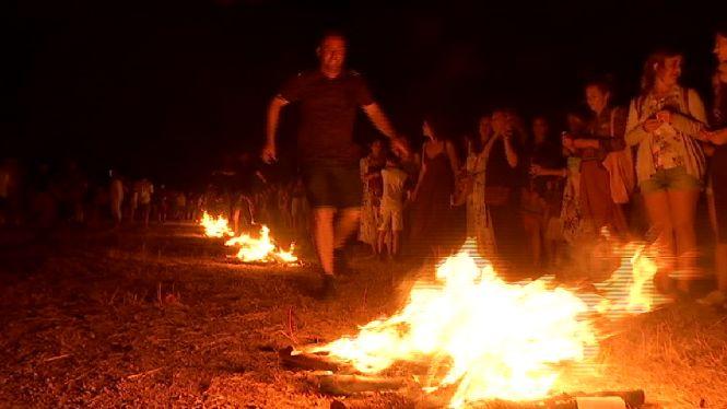 Eivissa+celebra+una+Nit+de+Sant+Joan+amb+foc%2C+m%C3%BAsica+i+reivindicaci%C3%B3