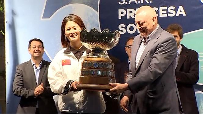 Els+guanyadors+del+Princesa+Sofia+presumeixen+de+trofeus