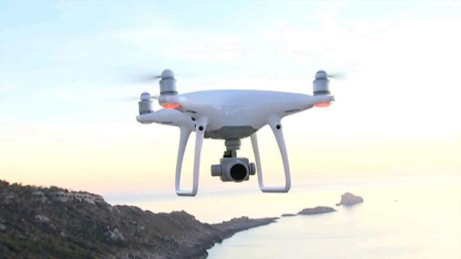 Els+drons+s%C3%B3n+aeronaus%2C+no+juguetes