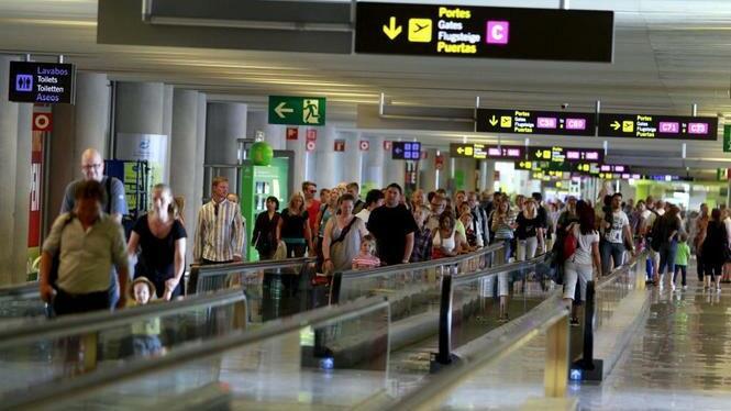 Gran+aflu%C3%A8ncia+de+turistes+als+aeroports+per+l%27operaci%C3%B3+retorn