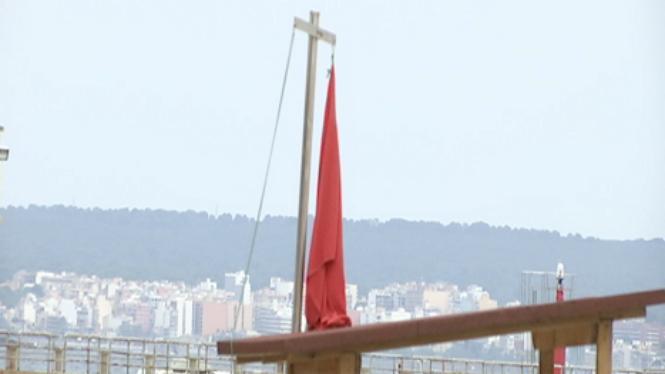 Un+nou+vessament+obliga+a+tornar+a+tancar+les+platges+de+Can+Pere+Antoni+i+Ciutat+Jard%C3%AD