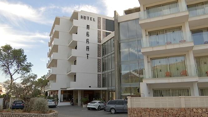 La+major+part+dels+pocs+hotels+oberts+a+Eivissa+tancar%C3%A0+aquest+setembre