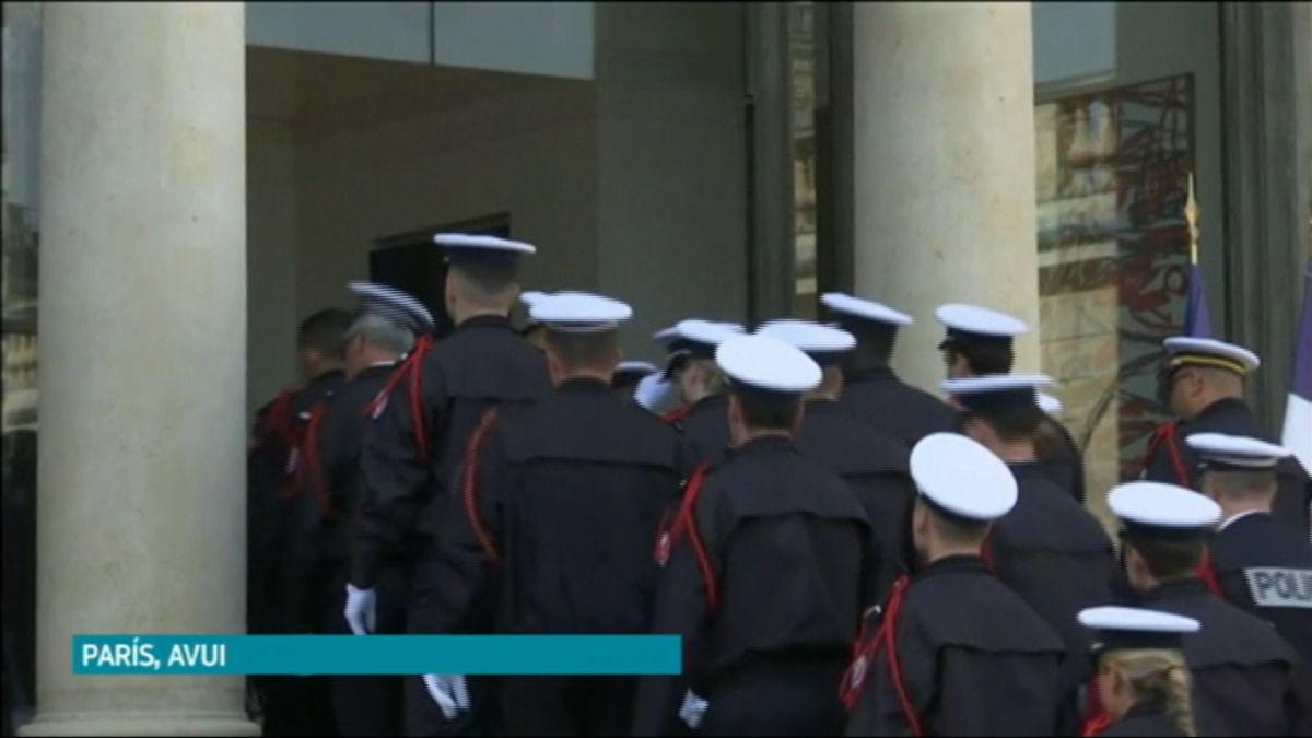 Homenatge+als+bombers+que+actuaren+a+Notre+Dame