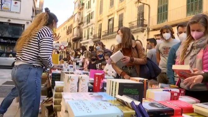 Ganes+de+llibres+i+de+cultura+en+un+Sant+Jordi+at%C3%ADpic