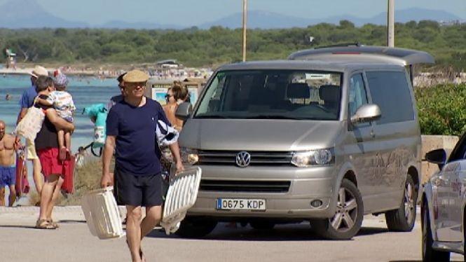 Turistes+i+residents+aprofiten+les+darreres+hores+de+p%C3%A0rquing+gratu%C3%AFt+a+Ses+Covetes
