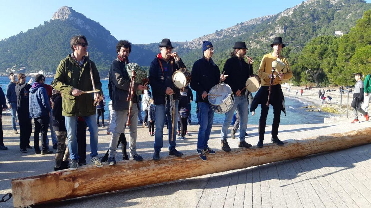 El+pi+de+Sant+Antoni+arriba+en+barca+al+Port+de+Pollen%C3%A7a