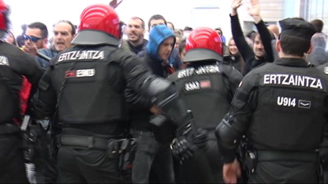 Cinc+detinguts+en+un+intent+de+boicot+contra+un+acte+de+Vox+a+Bilbao