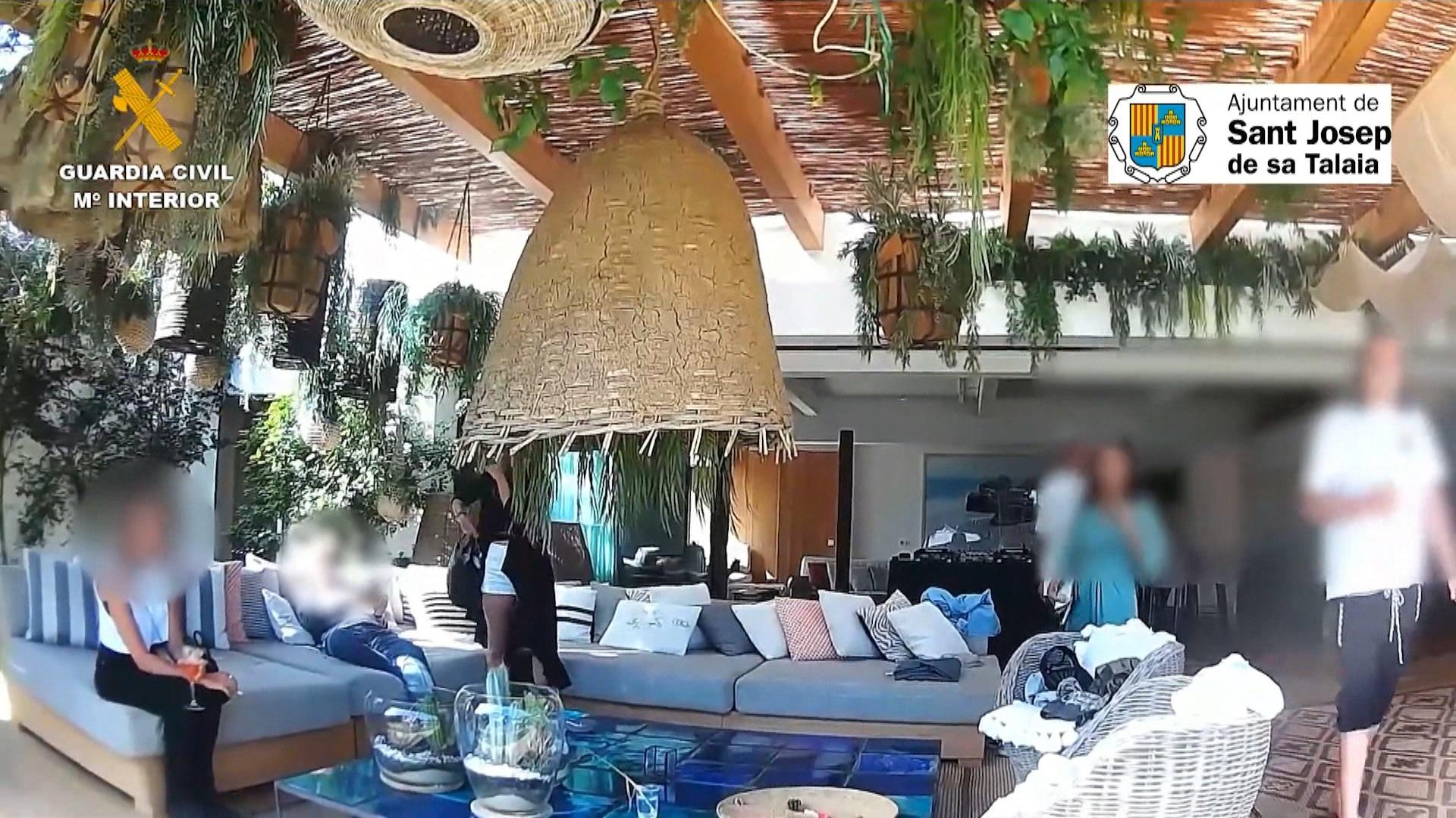 Anita+Dinamita%2C+la+suposada+professional+de+l%26apos%3BIB-Salut+que+comercialitzava+festes+il%C2%B7legals+a+Eivissa