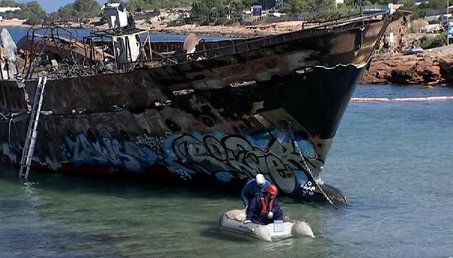 Dilluns+que+ve+retiraran+els+vaixells+cremats+del+Cal%C3%B3+des+Moro