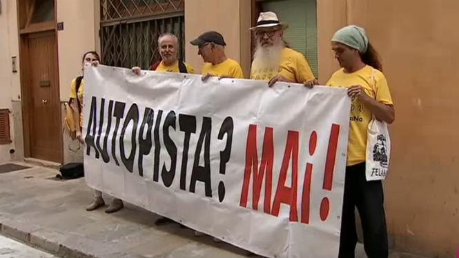 Els+antiautopistes+traslladen+el+seu+malestar+al+consell+pol%C3%ADtic+de+M%C3%89S+per+Mallorca