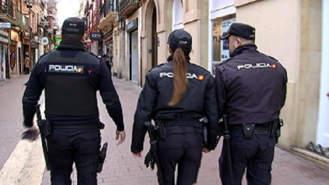 La+policia+refor%C3%A7a+la+vigil%C3%A0ncia+al+carrer+per+prevenir+delictes+durant+les+festes+de+Nadal