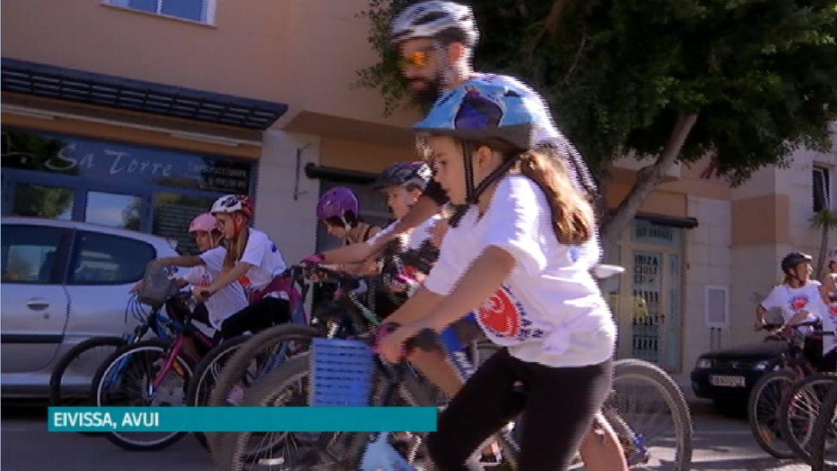 El+Dia+del+Pedal+reuneix+m%C3%A9s+de+mil+amants+de+la+bicicleta+a+Eivissa
