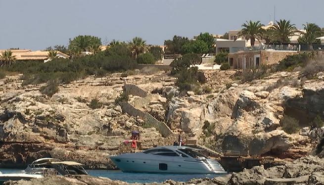 En+estat+cr%C3%ADtic+a+Son+Espases+un+nin+de+12+anys+precipitat+a+Formentera