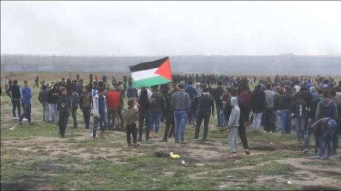 Milers+de+palestins+commemoren+l%27aniversari+de+la+Marxa+del+Retorn