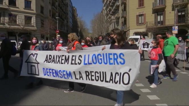 Centenars+de+persones+de+tota+Espanya+demanen+una+llei+que+asseguri+habitatges+dignes