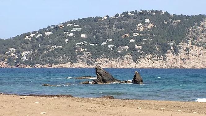 Troben+un+cad%C3%A0ver+a+la+platja+des+Figueral