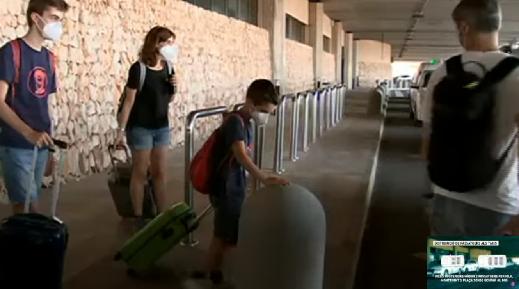 Desconcert+entre+els+viatgers+a+Menorca+per+la+restricci%C3%B3+de+l%27aforament+dels+taxis