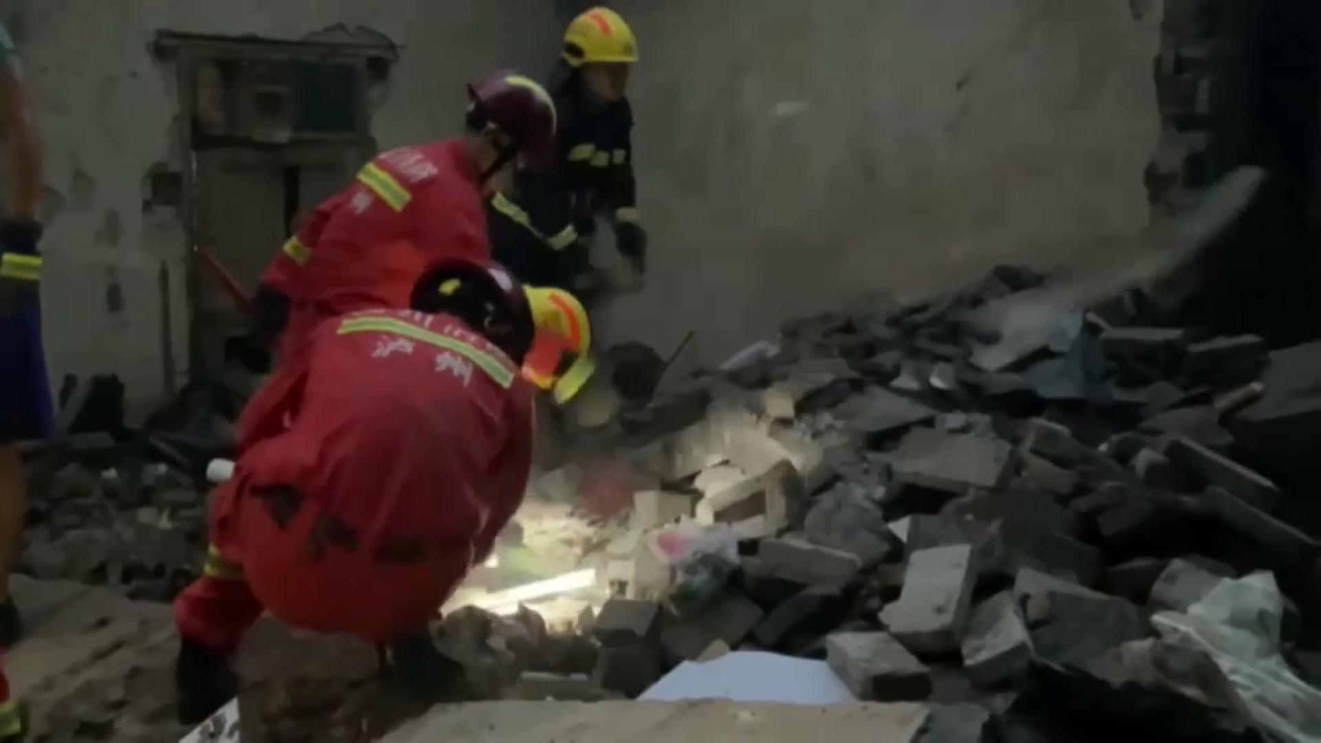 Dos+morts+i+60+ferits+per+un+terratr%C3%A8mol+al+centre+de+la+Xina