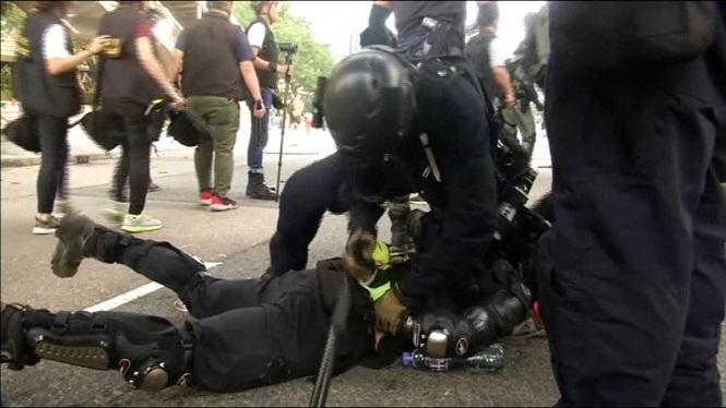 Enfrontaments+violents+a+Hong+Kong
