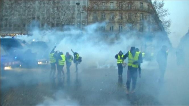 M%C3%A9s+de+cent+detinguts+a+Fran%C3%A7a+en+la+cinquena+jornada+de+protestes+dels+armilles+grogues