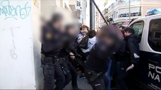 Desnonament+amb+c%C3%A0rregues+policials+a+la+barriada+de+Can+Capes+de+Palma