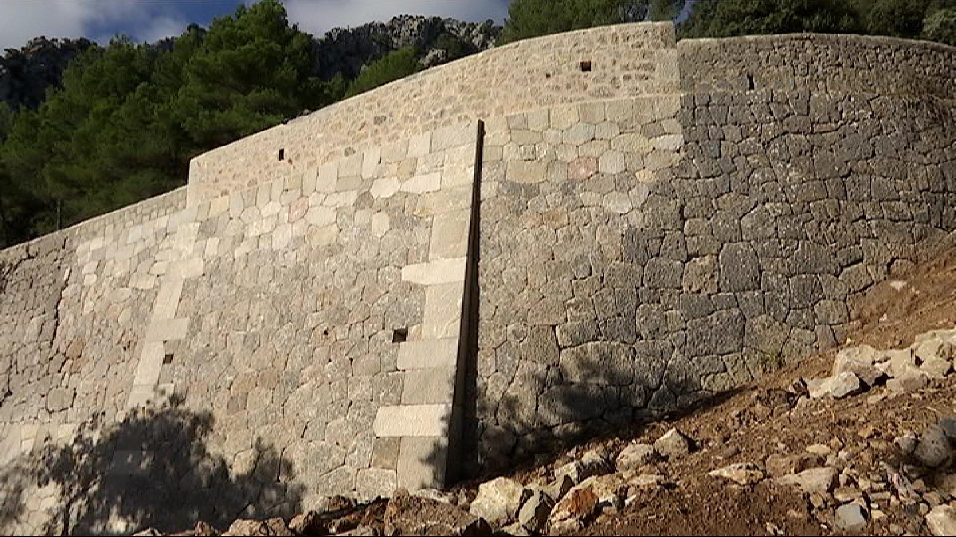 Acaba+la+reconstrucci%C3%B3+del+mur+de+pedra+en+sec+de+la+carretera+de+Lluc