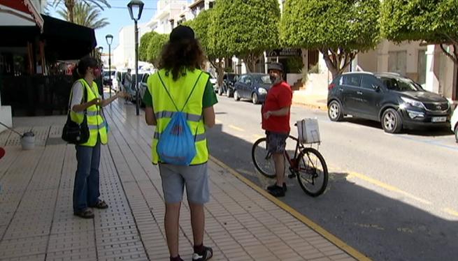 A+Formentera%2C+equips+d%27informadors+resolen+els+dubtes+de+la+Fase+1