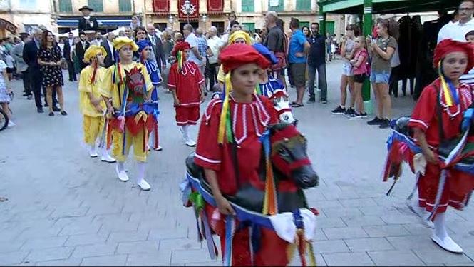 Els+Cavallets+de+Llucmajor+tornen+a+ballar+pels+carrer+del+poble