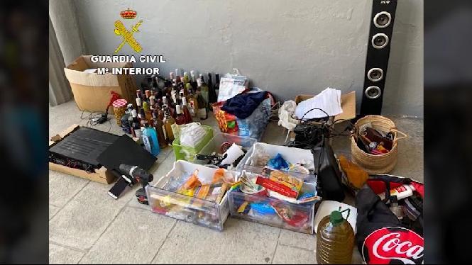 Dues+persones+detingudes+per+presumptament+robar+a+un+habitatge+i+a+una+nau+a+Muro