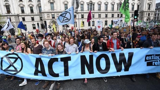 M%C3%A9s+de+1.000+detinguts+en+les+protestes+contra+el+canvi+clim%C3%A0tic+a+Londres