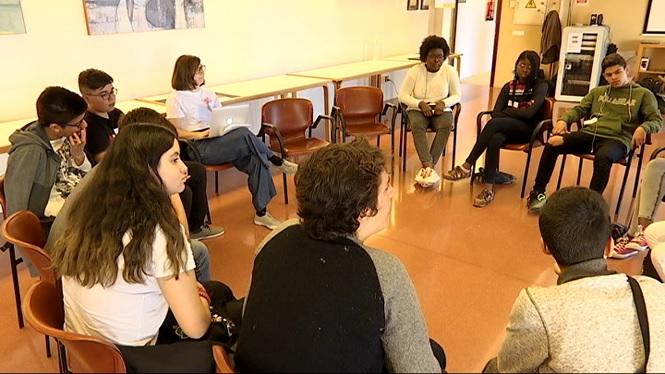 Joves+de+barris+precaris+lluiten+per+les+millores+tecnol%C3%B2giques