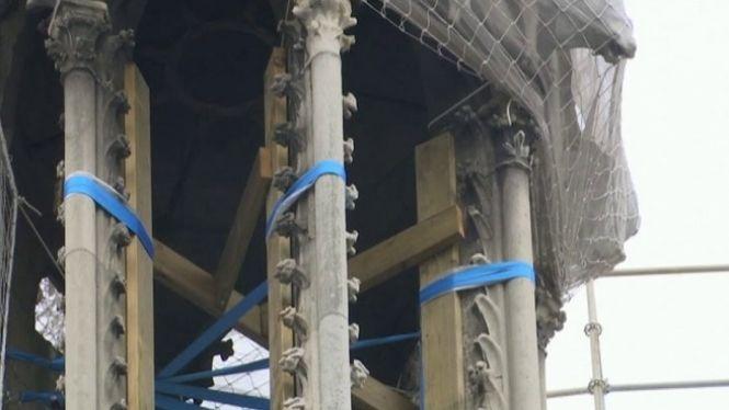 La+catedral+de+Notre+Dame+segueix+en+perill+d%27esfondrament