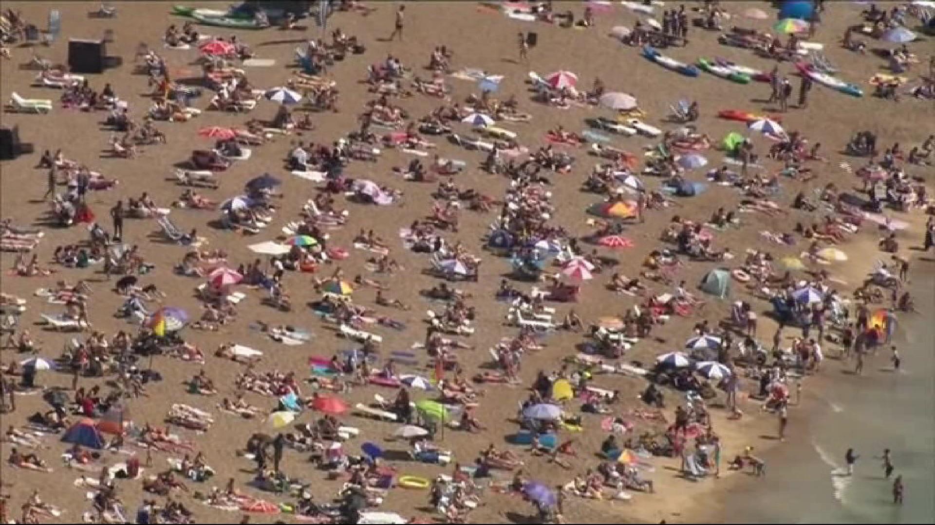 Platges+plenes+de+gent+al+sud+d%27Anglaterra%2C+mentre+el+Govern+brit%C3%A0nic+recomana+no+viatjar+a+Espanya