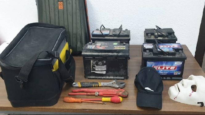 Detingut+per+robar+bateries+de+cotxe