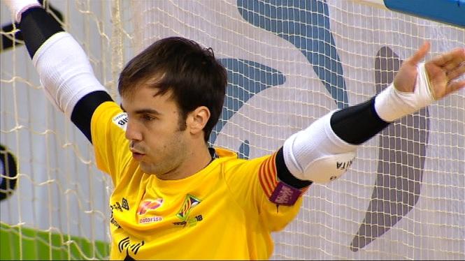 Barr%C3%B3n+agafa+el+tim%C3%B3+de+la+porteria+del+Palma+Futsal