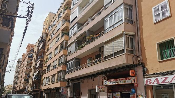 Desallotjats+tots+els+ve%C3%AFnats+de+dos+edificis+a+Palma+per+perill+d%26apos%3Besfondrament