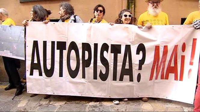 La+Plataforma+Antiautopista+protesta+davant+el+ministre+de+Foment+per+la+carretera+de+Campos
