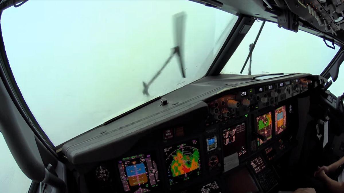 Aix%C3%AD+aterra+un+Boing+737-800+enmig+d%26apos%3Buna+tempesta+a+Son+Sant+Joan