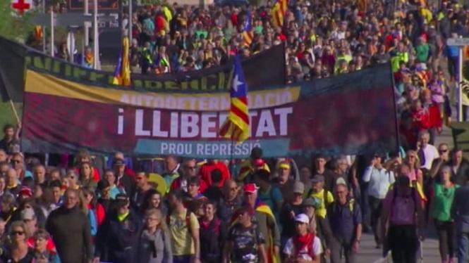Cinc+marxes+diferents+es+dirigeixen+a+Barcelona+per+protestar+contra+la+sent%C3%A8ncia+del+proc%C3%A9s