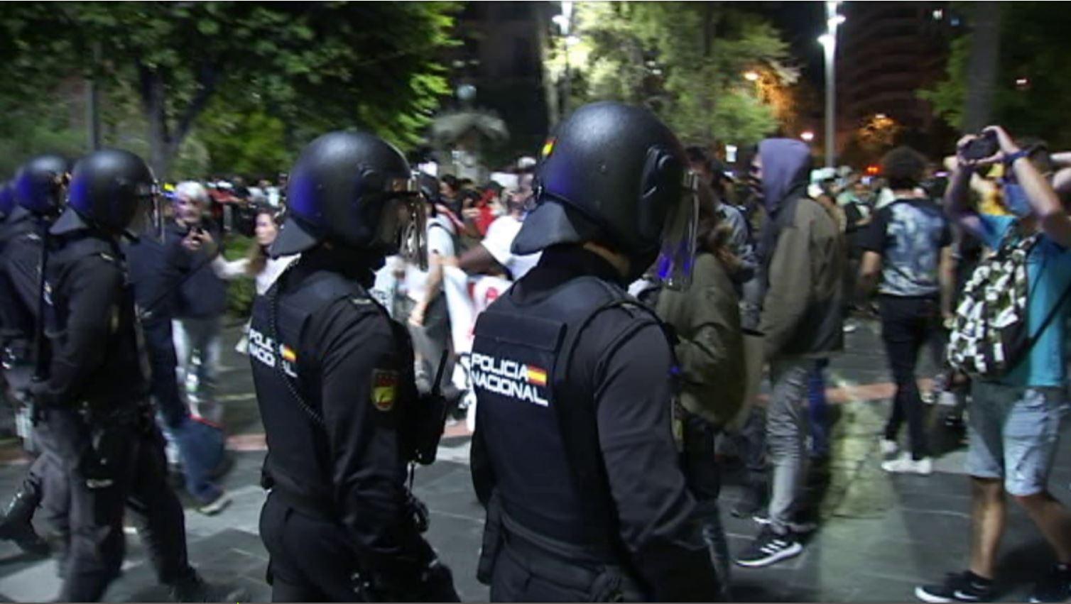 Llibertat+amb+c%C3%A0rrecs+pels+15+detinguts+en+els+aldarulls+de+dissabte+a+Palma