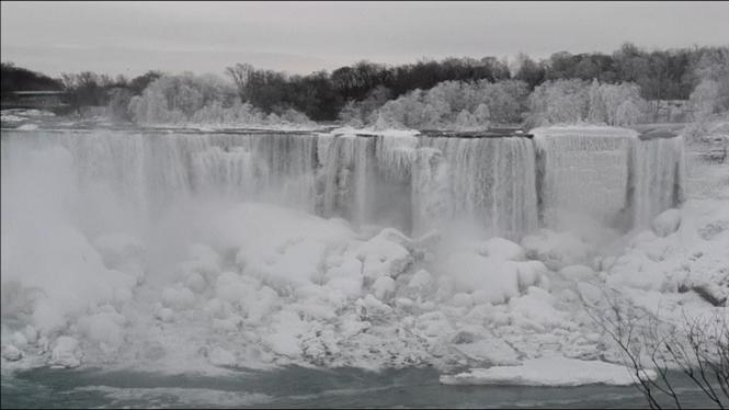 El+fred+congela+les+cascades+del+Ni%C3%A0gara